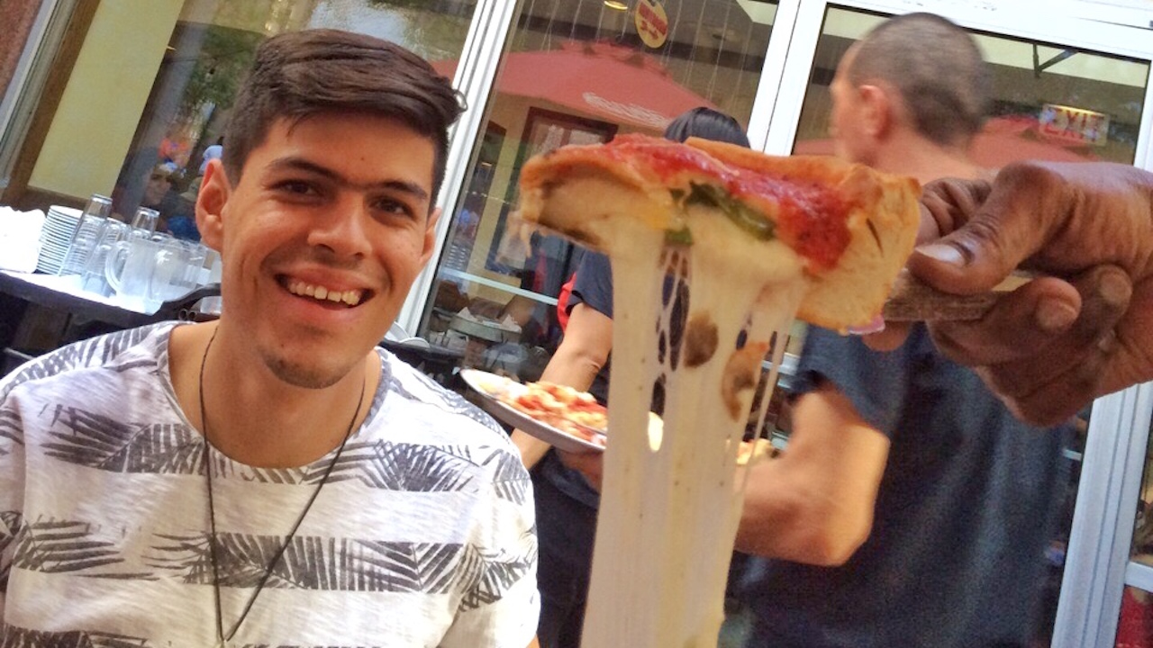 pizza-chicago-gay-travel
