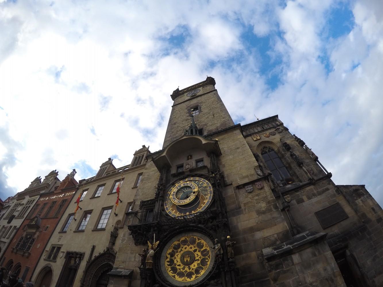 prague-friendly-touring-astronomical-clock