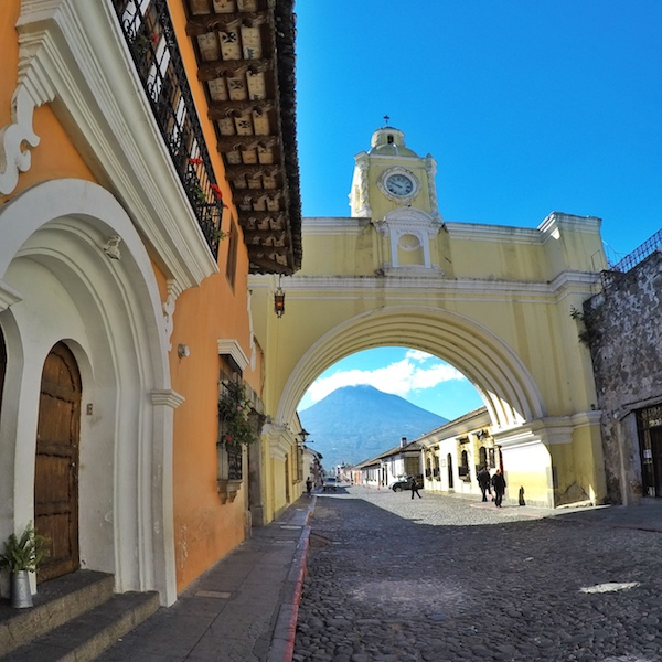 Friendly-Touring-Antigua-Guatemala-Santa-Catalina-Arch