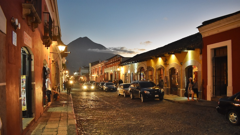 Friendly-Touring-Antigua-Guatemala-Night