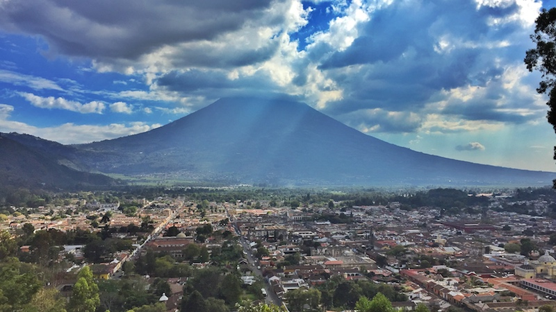 Friendly-Touring-Antigua-Guatemala-Volcan-Agua