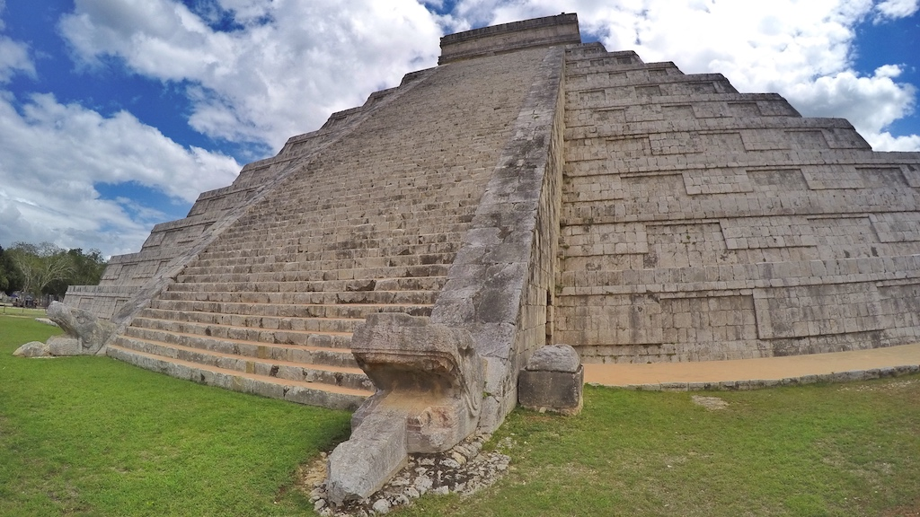 friendly-touring-chichen-itza-road-trip