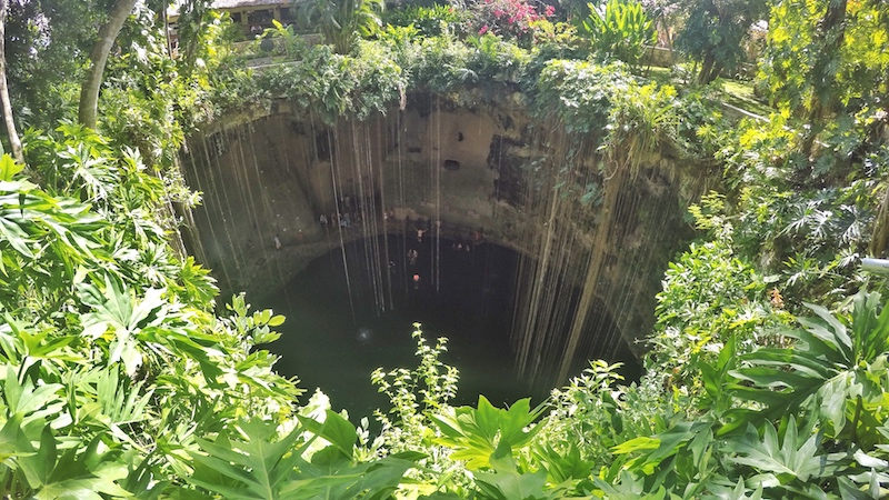 friendly-touring-chichen-itza-from-cancun-cenote-ik-kil