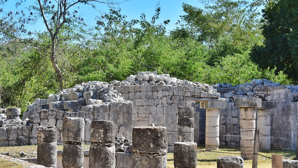 friendly-touring-chichen-itza-ruins