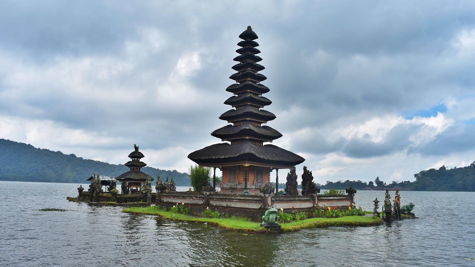 bali-friendlytouring-ulun-danu-beratan-temple