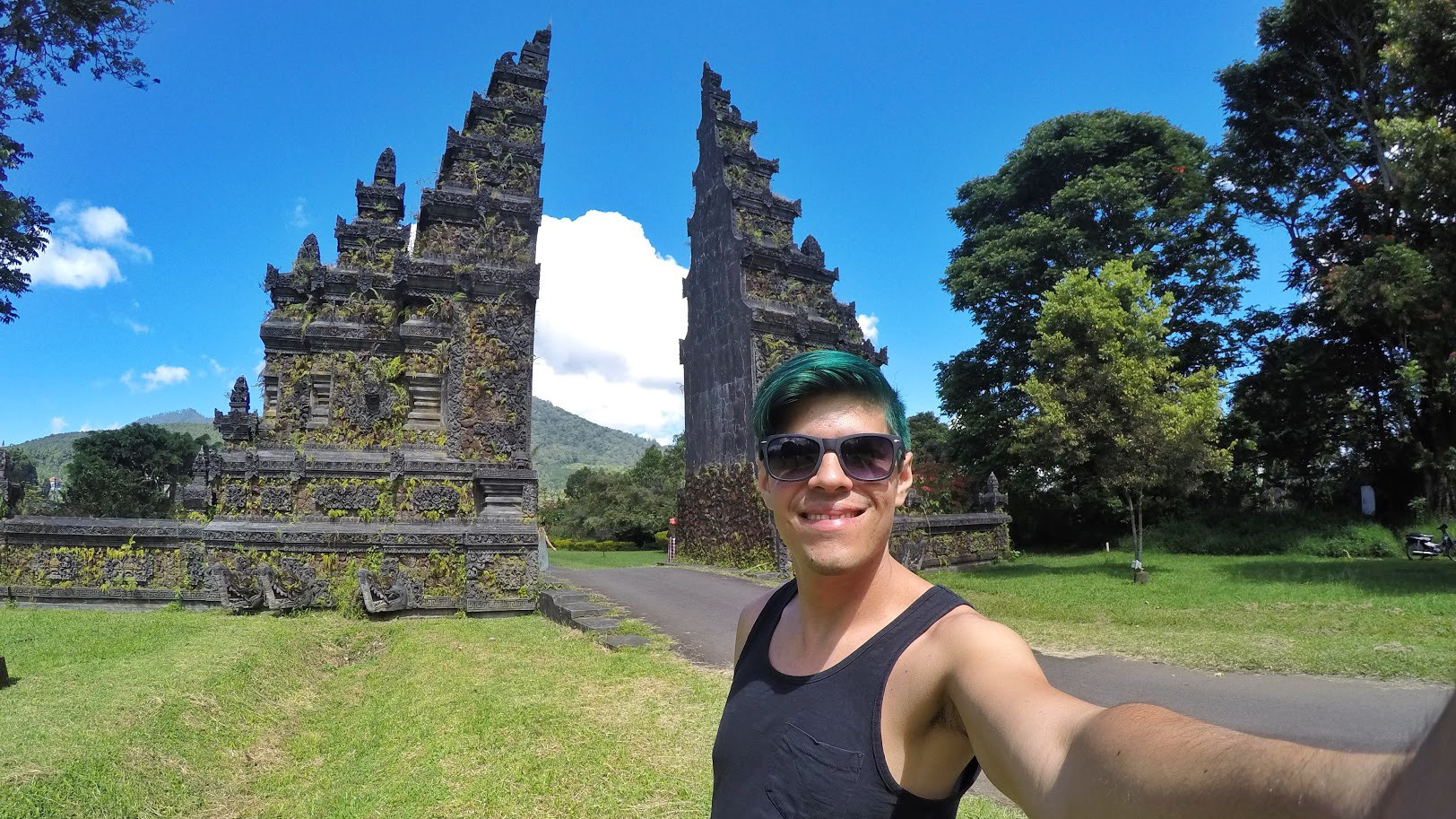 bali-friendly-touring-famous-gate-picture