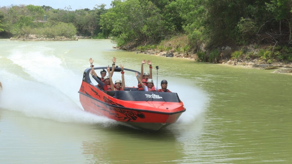 xavage-cancun-new-park-dragonfly-speed-boat-friendly-touring