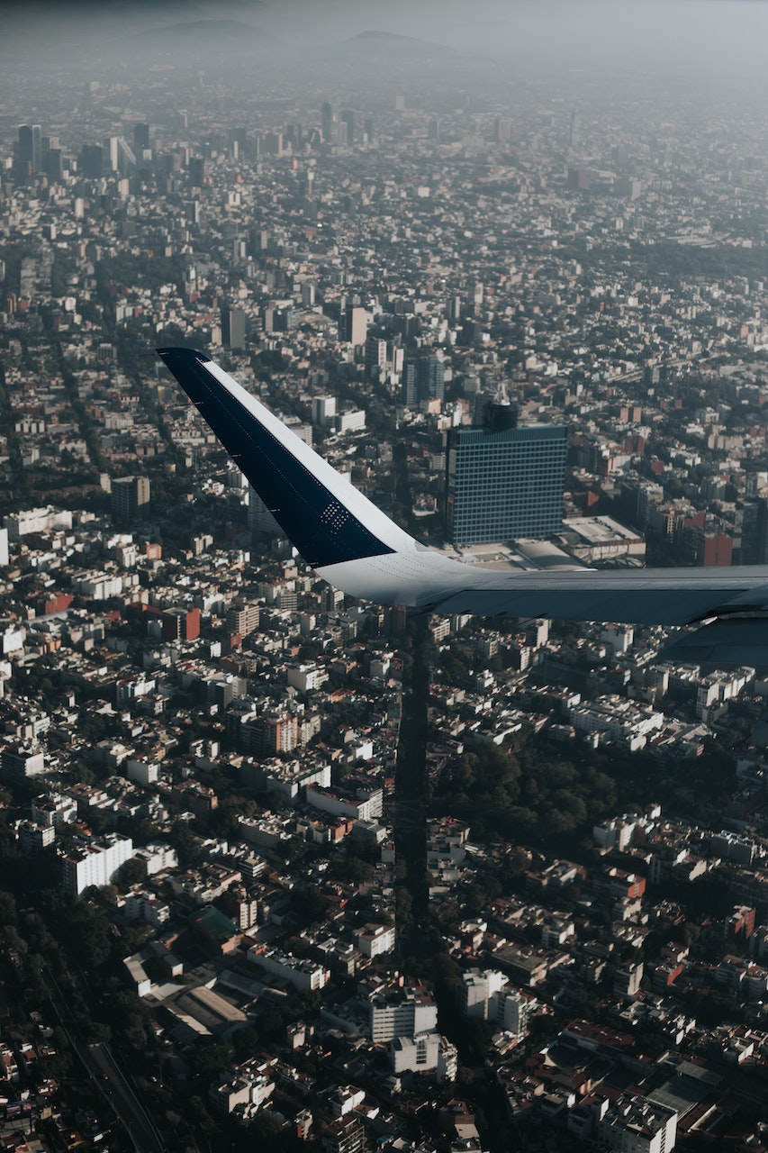 friendly-touring-family-mexico-flight