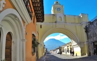 Friendly-Touring-Antigua-Guatemala-Santa-Catalina-Arch